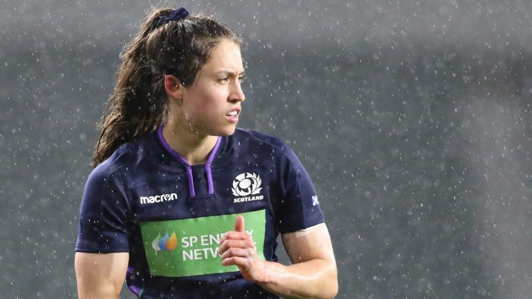 Scoring tries and studying – We chat with Rhona Lloyd!